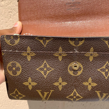 Load image into Gallery viewer, Louis Vuitton Leather Wallet