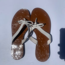 Load image into Gallery viewer, Kate Spade Sandals Size 9