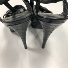 Load image into Gallery viewer, Ysl Heels size 7.5