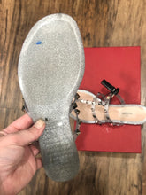 Load image into Gallery viewer, Valentine Jelly sandals size 8.5