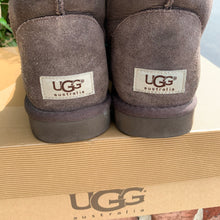 Load image into Gallery viewer, Short Brown Ugg Boots Size 8