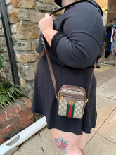 Load image into Gallery viewer, Gucci GG Supreme Camera Bag Large Leather Handbag