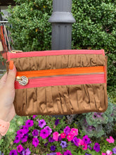 Load image into Gallery viewer, Henri Bendel Wristlet