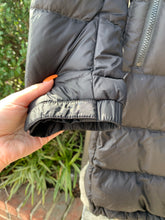 Load image into Gallery viewer, The North Face Outerwear Size M (8 10)