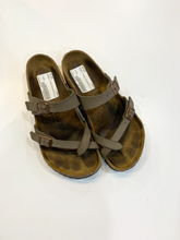 Load image into Gallery viewer, Birkenstock Sandals Size 7