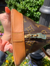 Load image into Gallery viewer, Louis Vuitton Leather Handbag