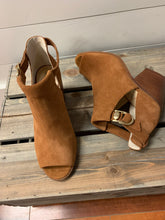 Load image into Gallery viewer, Sole Society— Chestnut Suede Heel