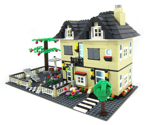 Home your residents in this neat 816 piece LEGO® compatible City Luxury Villa set from Bricklicious with free delivery worldwide