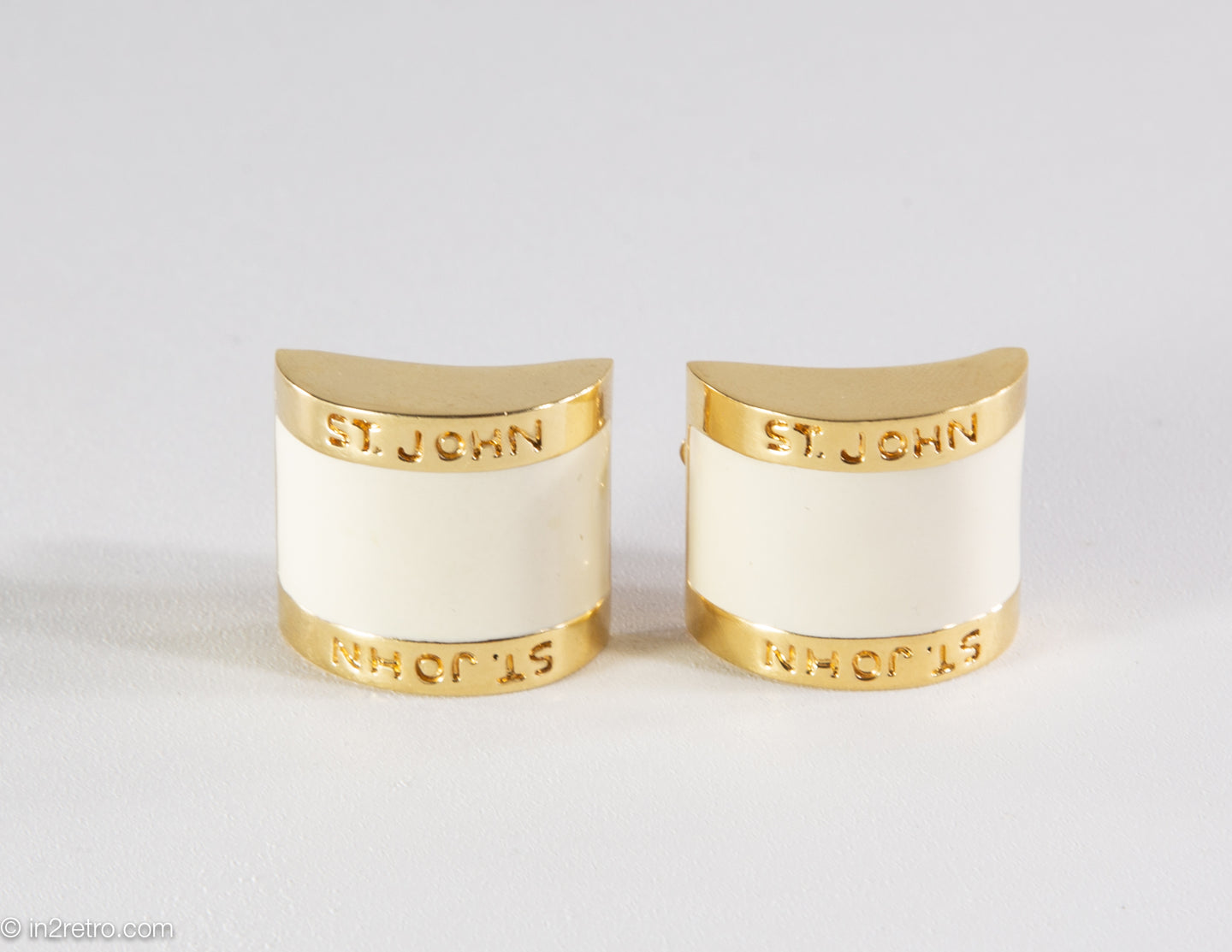 VINTAGE ST. JOHN CLIP CREAM ENAMEL GOLD TONE EARRINGS - 1980s
