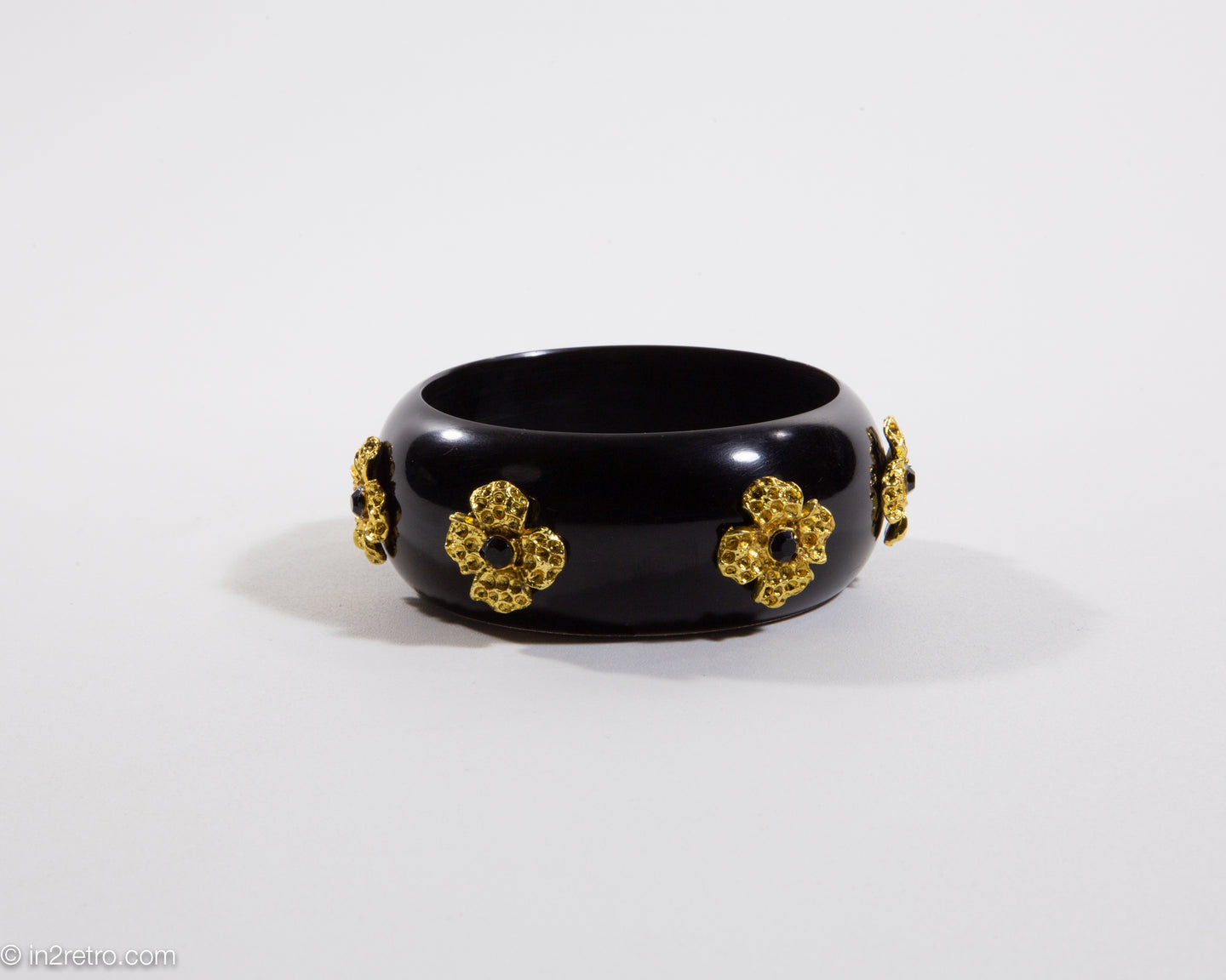 VINTAGE BLACK RESIN GOLD FLOWER BANGLE BRACELET