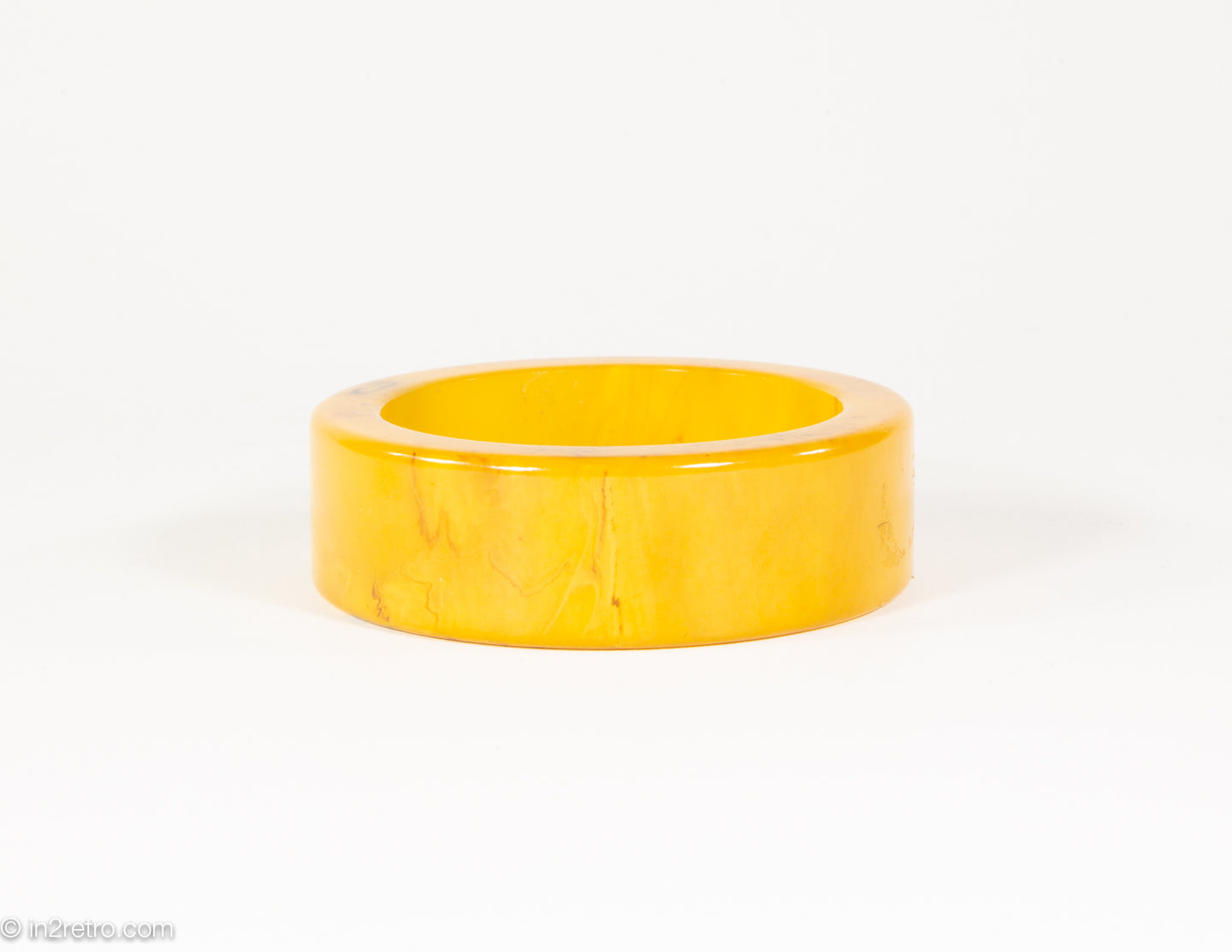 VINTAGE BAKELITE BUTTERSCOTCH MARBLED FLAT EDGE BANGLE BRACELET/ 1940s