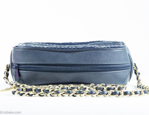"VINTAGE ""WHITING AND DAVIS"" SHOULDER/CROSSBODY BAG NAVY BLUE METAL MESH LEATHER CAMERA GOLD CHAIN"