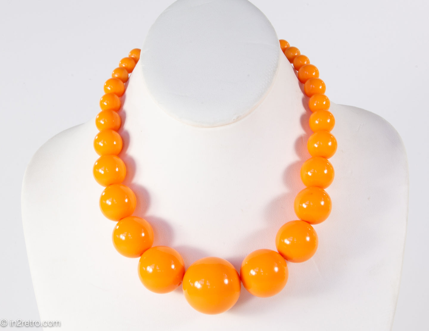 VINTAGE ORANGE PLASTIC GRADUATED BEADS NECKLACE/ NEW OLD STOCK