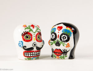 CERAMIC DAY OF THE DEAD/ DIA DE MUERTOS SKULL COUPLE SALT AND PEPPER SHAKERS PERFECT FOR HALLOWEEN