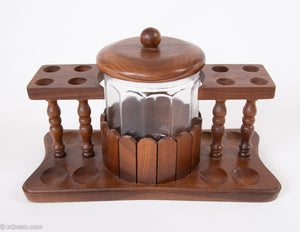 ORIGINAL VINTAGE WALNUT WOOD 8 COLLECTABLE PIPE DISPLAY STAND WITH WOLVERINE GLASS HUMIDOR JAR