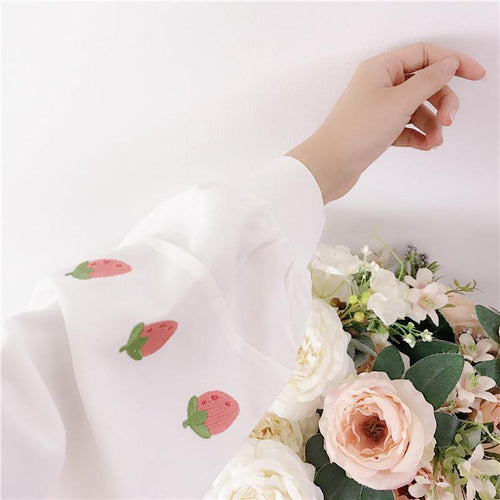 Peter Pan Collar Strawberry Embroidery Blouse
