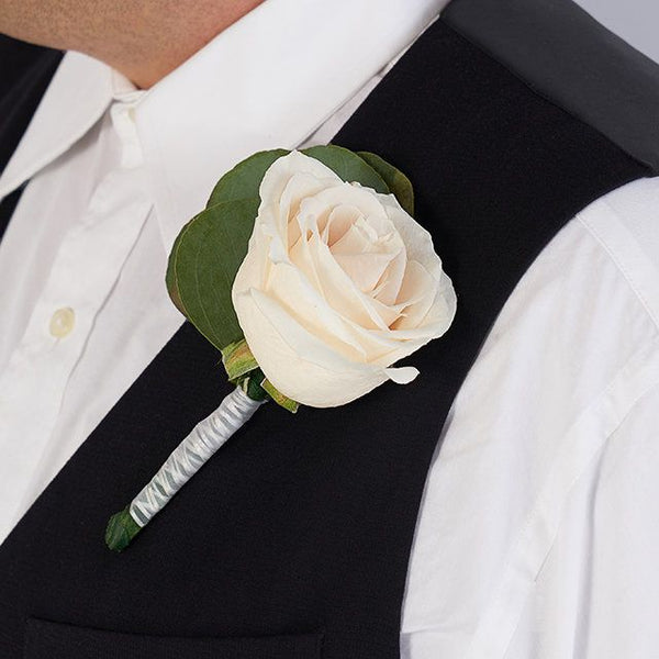Heart to heart boutonniere set