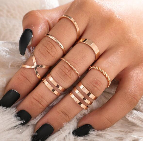 Round Hollow Geometric Rings Set