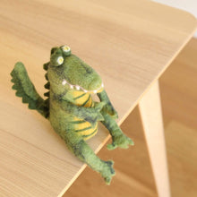 將圖片載入圖庫檢視器 Felt Sitting Gator Premium Quality Unique Handmade Gifts And Accessories - Ganapati Crafts Co