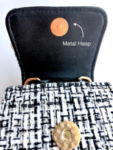 Load image into Gallery viewer, Black Linen Purse