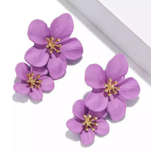 Load image into Gallery viewer, Floral drop earring (Purple)