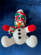 Load image into Gallery viewer, Knit Snowman