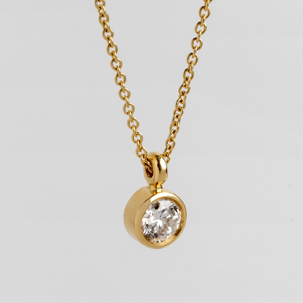Diamond Suitcase Pendant (Round)
