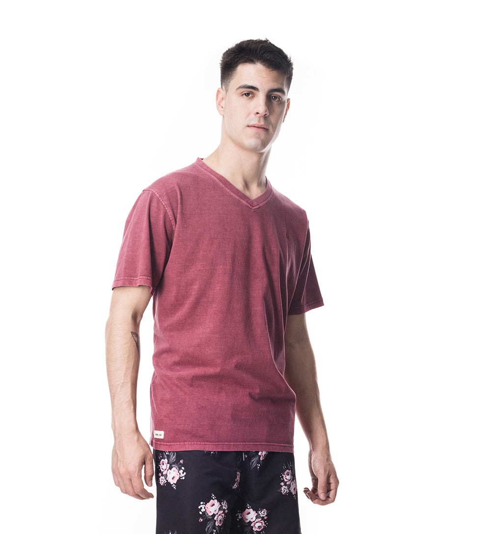 BÁSICA REGULAR FIT CUELLO V - BORDO