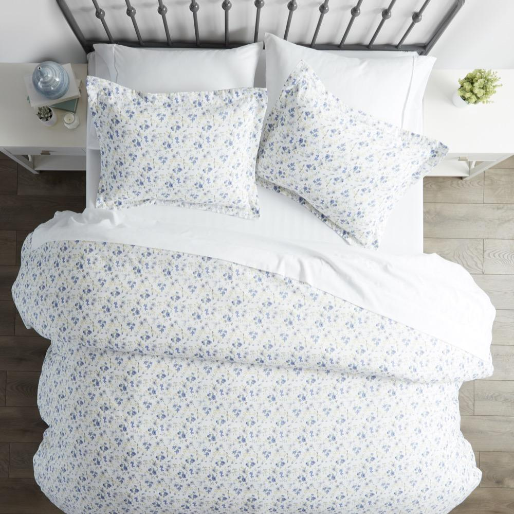 What Do You Check at the Time of Buying Cheap Throw Pillows for Bed?