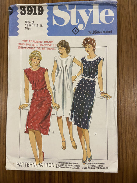 Style 3919 vintage 1970s or 1980s dress sewing pattern