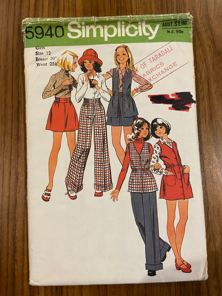 Simplicity 5940 vintage 1970s girls short jumper or vest, short skirt and pants pattern