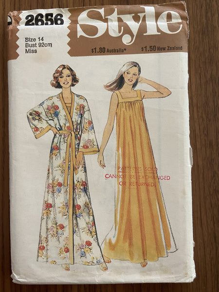 Style 2565 vintage 1980s robe and nightdress sewing pattern