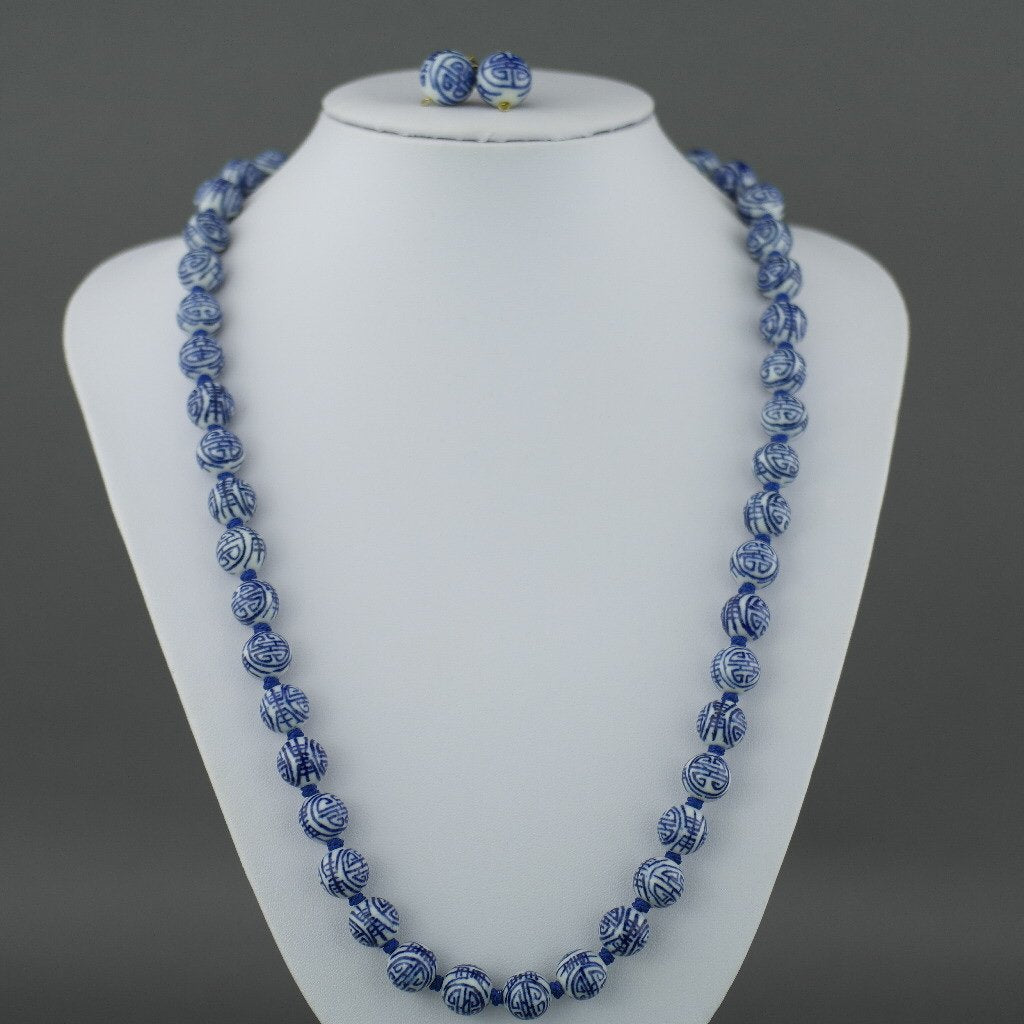 Vintage Chinese knotted porcelain graduated bead necklace 25