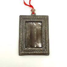 Load image into Gallery viewer, Metal Picture Frame Ornament