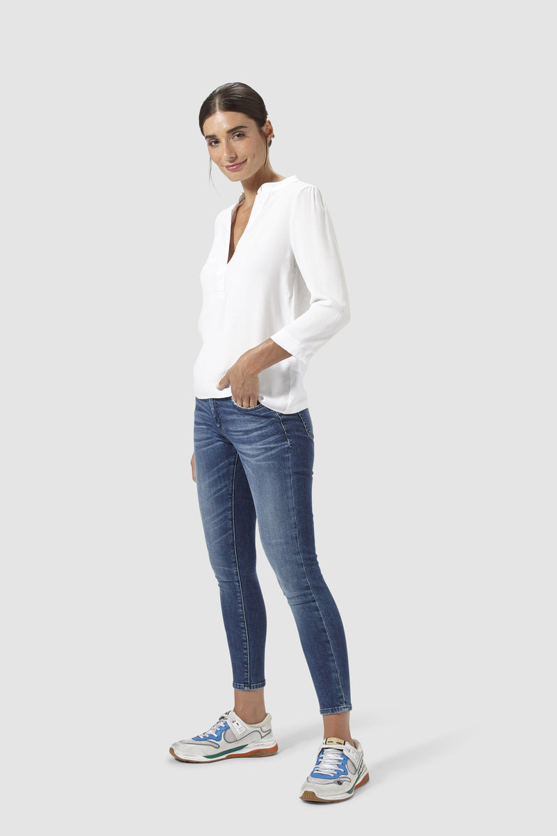 Rich & Royal - Dunkle Midi-Jeans mit Used-Waschung - Modelbild vorne