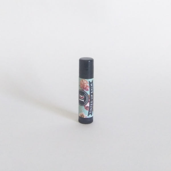 Heresy Cosmetics Tinted Lip Balm, The main ingredient, tallow, is an exceptional skin softener and moisturizer. It contains the fatty acids that the cells of your lips need. Your lips will be pretty and happy!