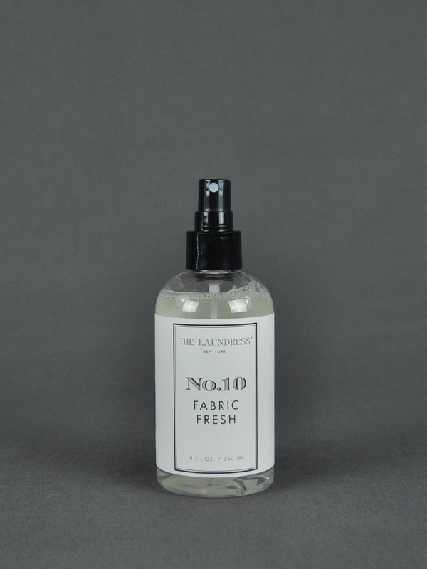 The Laundress - No. 10 FABRIC FRESH CLASSIC | Wäscheduft | 250 ml | freurige Würze, frische Pudernoten, warmer Moschus | Shop online | BADINFORM