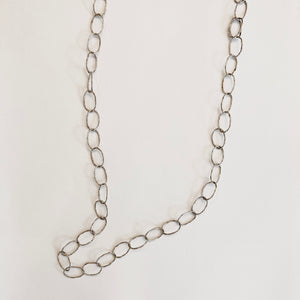 Delicate Loop Chains