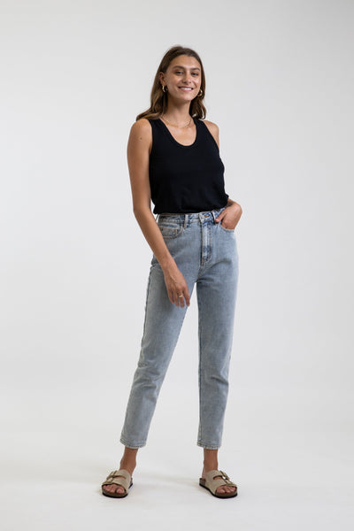 Classic Hi Rise Tapered Jean Light Wash