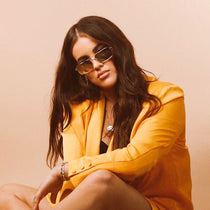 Nicole g wearing the 020 gold mirror and gold mirror sunglasses