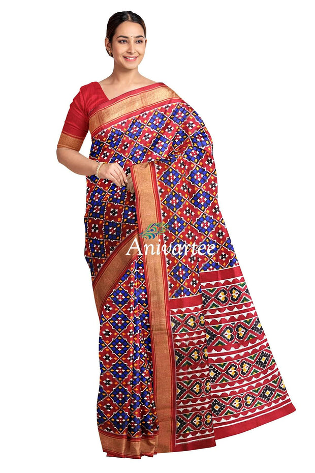 Gorgeous double ikat pure silk saree in phool bhat (floral motifs) with a contrast pallu