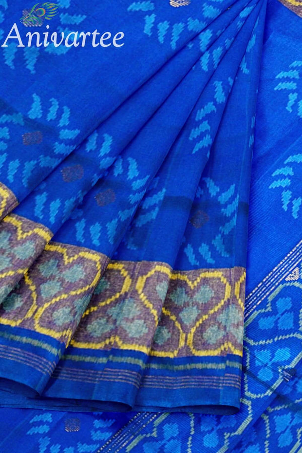 Beautiful handwoven Patola ikkat pure silk saree with floral motifs on the body.