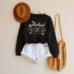 Motherhood doing it all / Raglan Sweatshirt - Happy momma merch