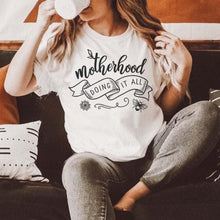 Load image into Gallery viewer, Motherhood doing it all / T-shirt - Happy momma merch