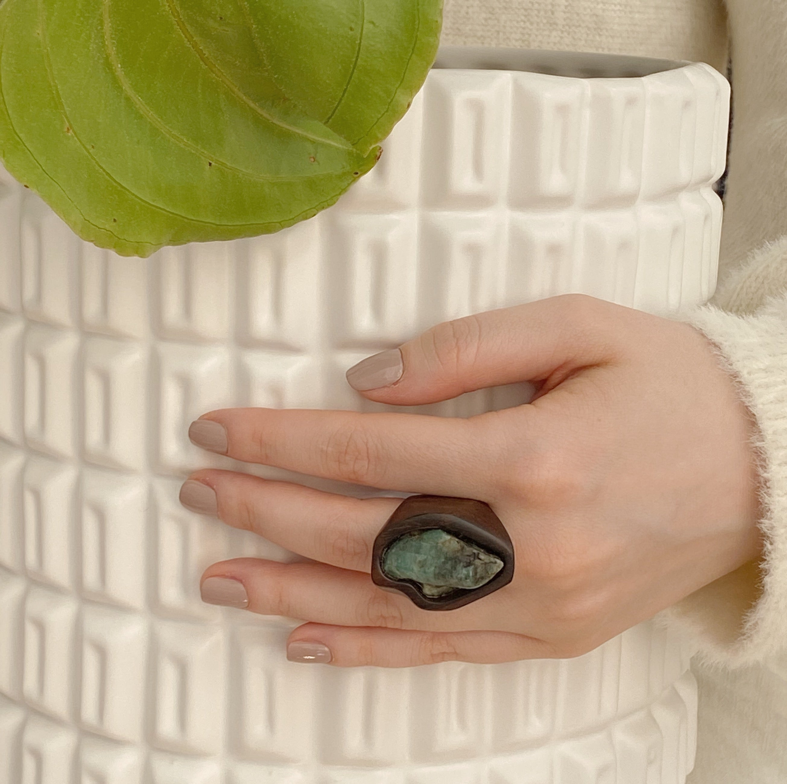 Raw Emerald | Wooden Ring