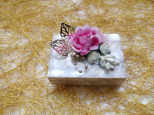 Load image into Gallery viewer, Mother of Pearl Coin Gifting Box