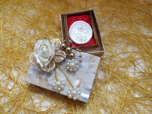 Mother of Pearl Coin Gifting Box