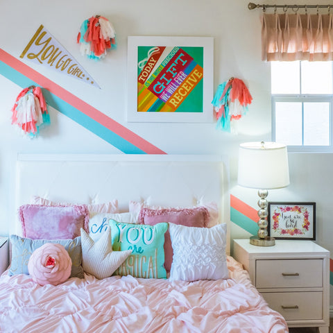 Teenage Girl Bedroom with Art Decors
