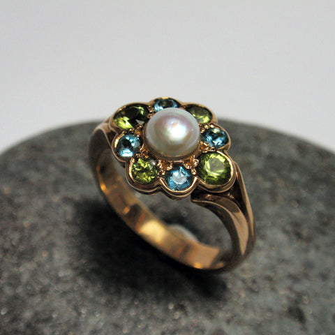 .9ct Pearl and Topaz Ring