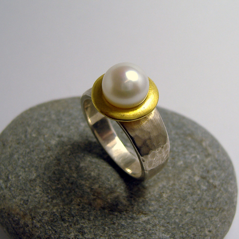 Martellato Hammered Pearl Ring
